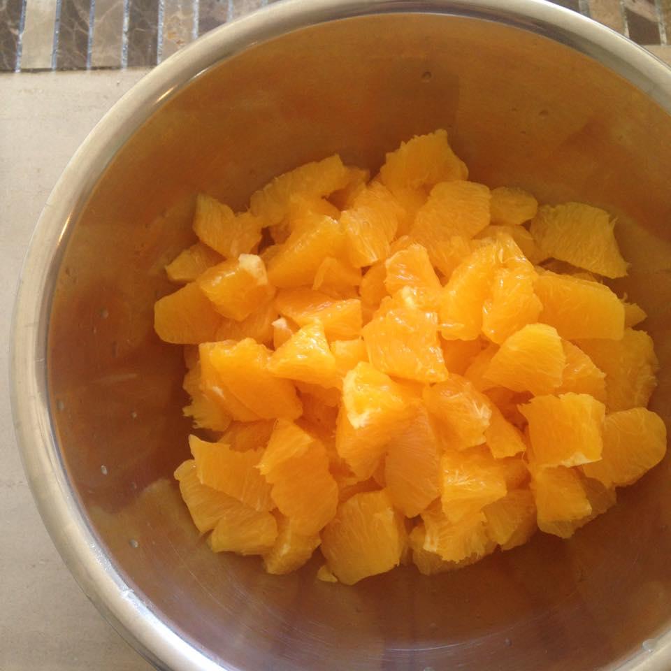 カットしたネーブルオレンジ