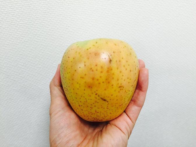 りんご 王林(赤みあり)