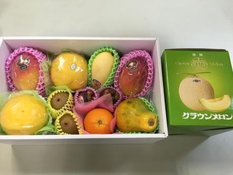 旬な果物の詰め合わせ一例(8)