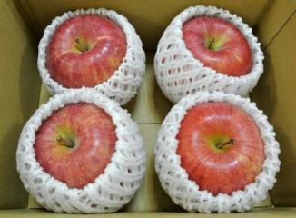 りんご4個入り箱内