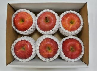りんご6個入り箱内
